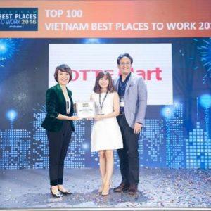 Trong ảnh, Ông Kim Jae Hyun – Giám đốc Hành chính & Nhân sự - Đại diện LOTTE Mart tham gia và nhận giải từ BTC